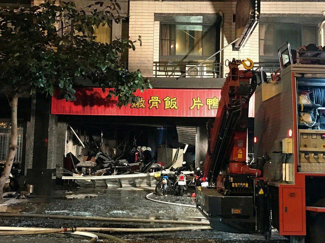 高雄食店疑氣體爆炸19傷送醫