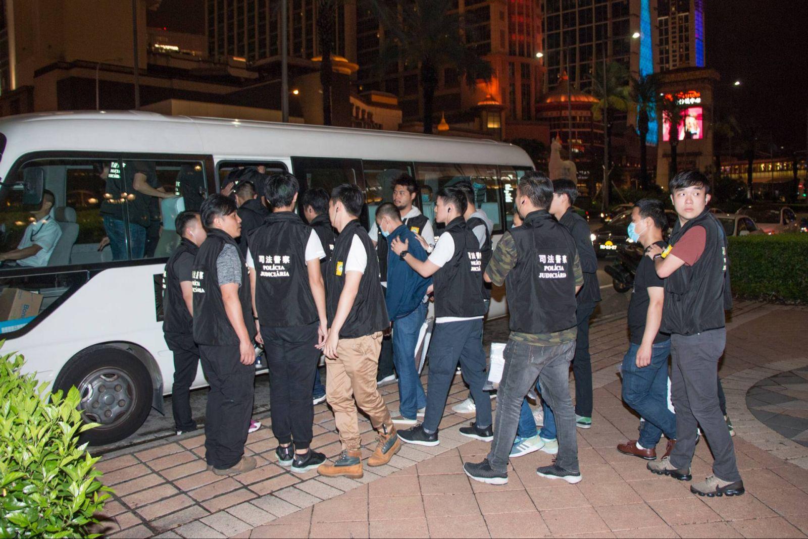 凌晨大搜路氹娛樂場共拘39人