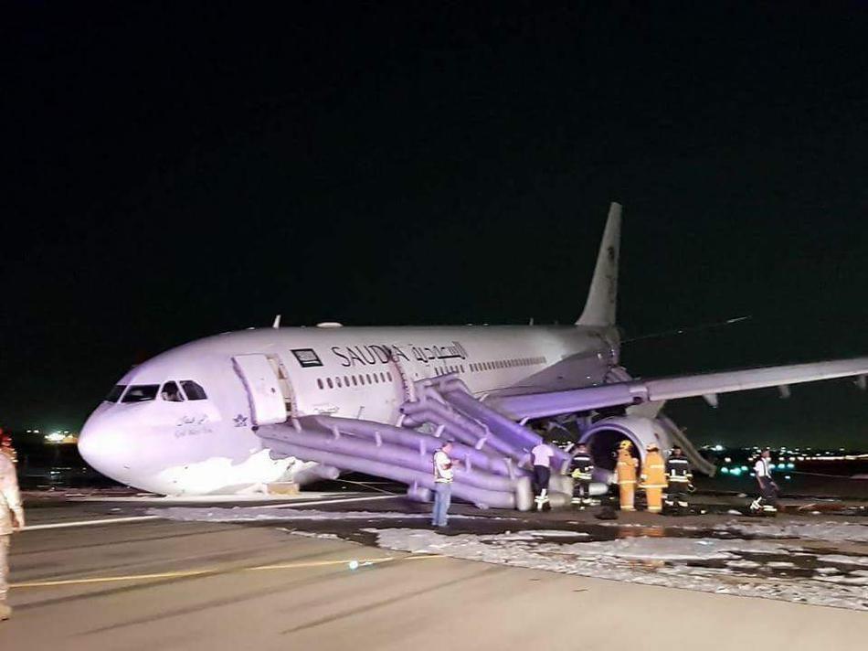沙特航空一載151人客機緊急迫降53傷