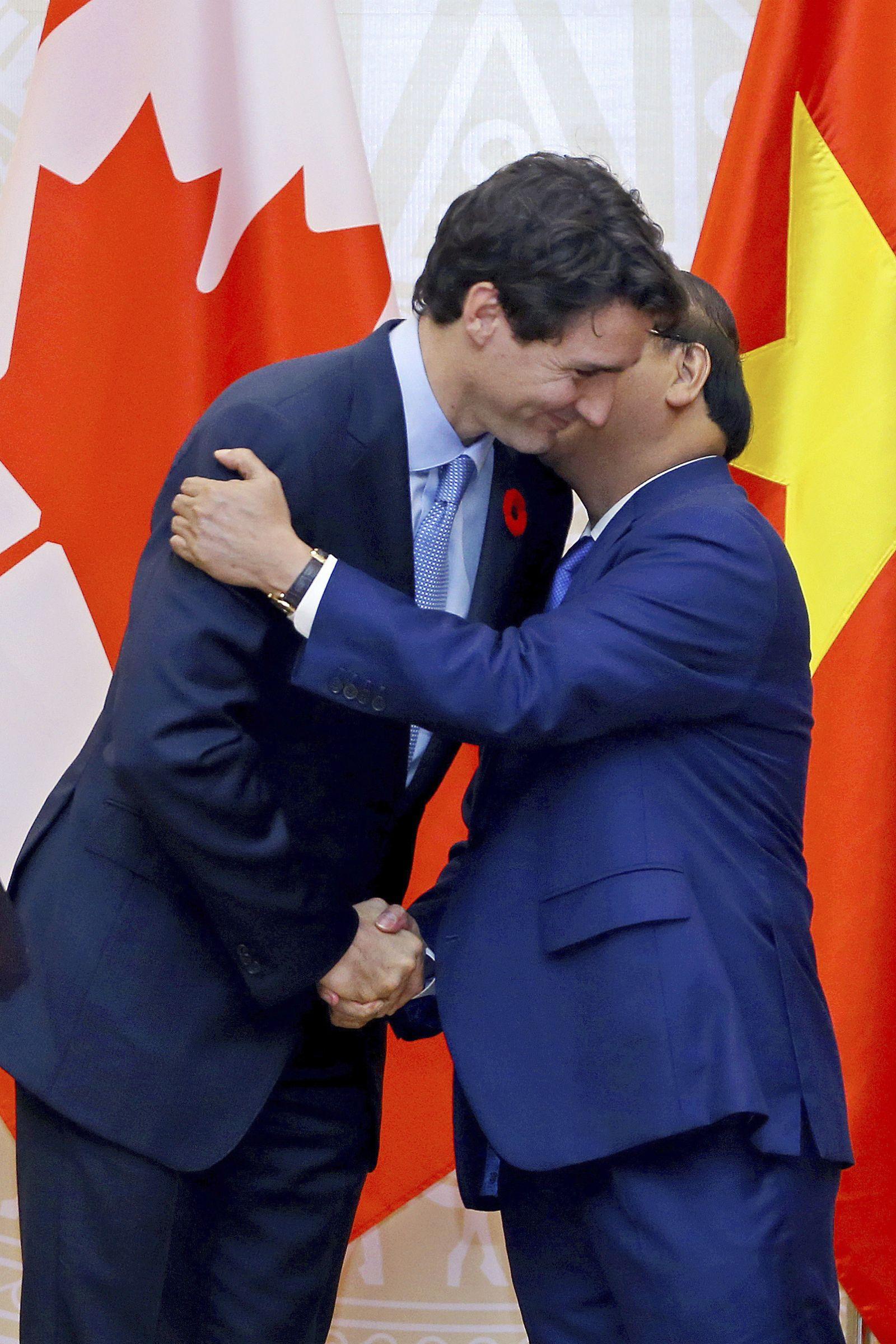 兩國總理手牽手行紅氈