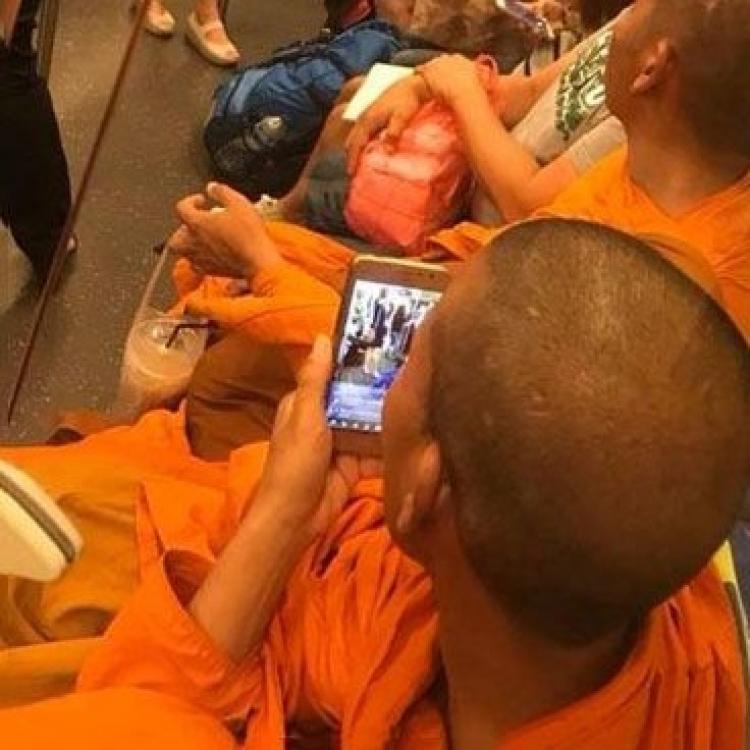 泰和尚地鐵偷拍女乘客惹網民熱議