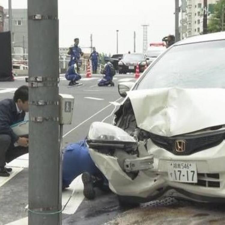 東京學校附近有汽車撞人群 七人受傷