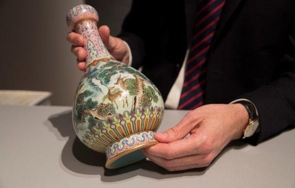 乾隆年代花瓶在巴黎1.5億元拍出