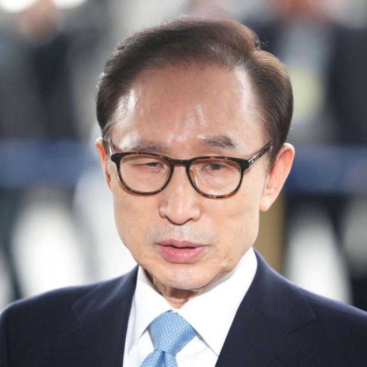 韓前總統李明博涉受賄到檢察廳受查
