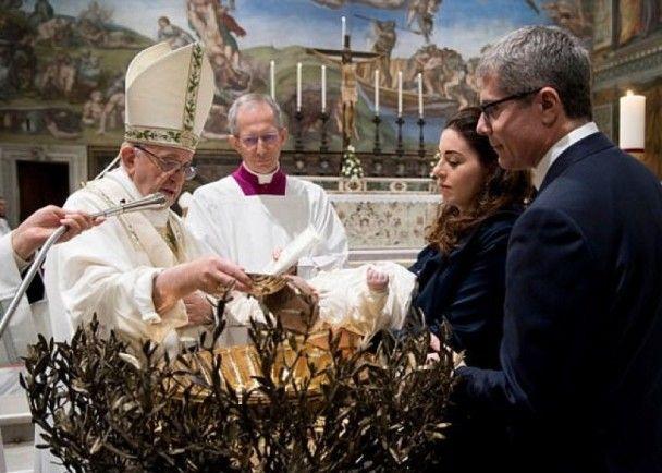 教宗為34嬰施洗 鼓勵母乳餵哺