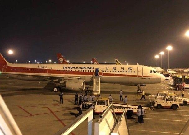再有故障!川航客機飛越南疑失壓折返