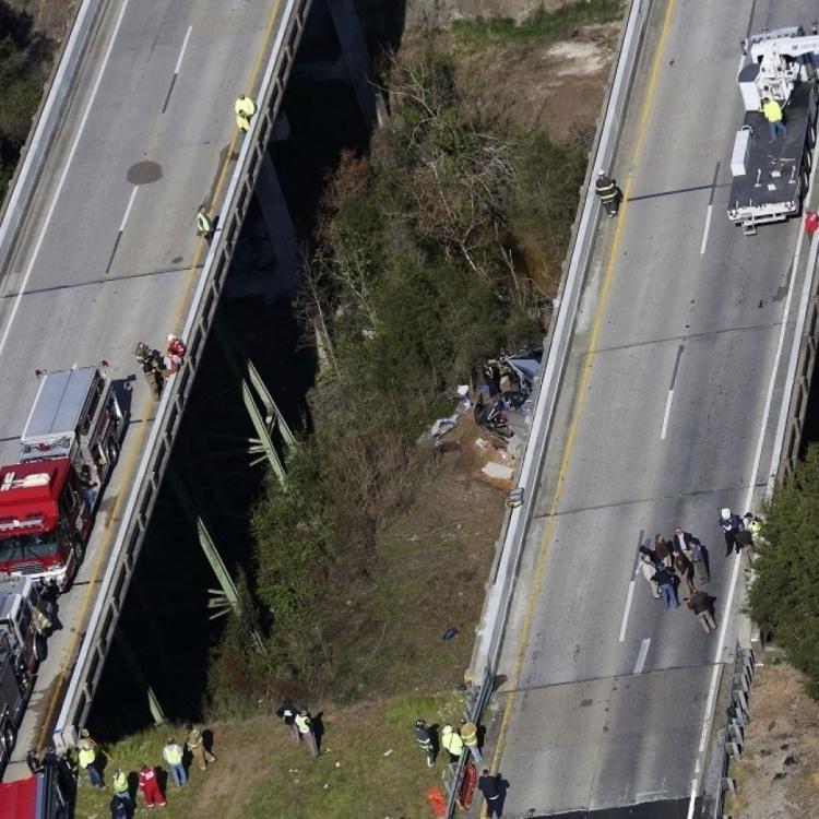 司機當場死亡 另有20人傷