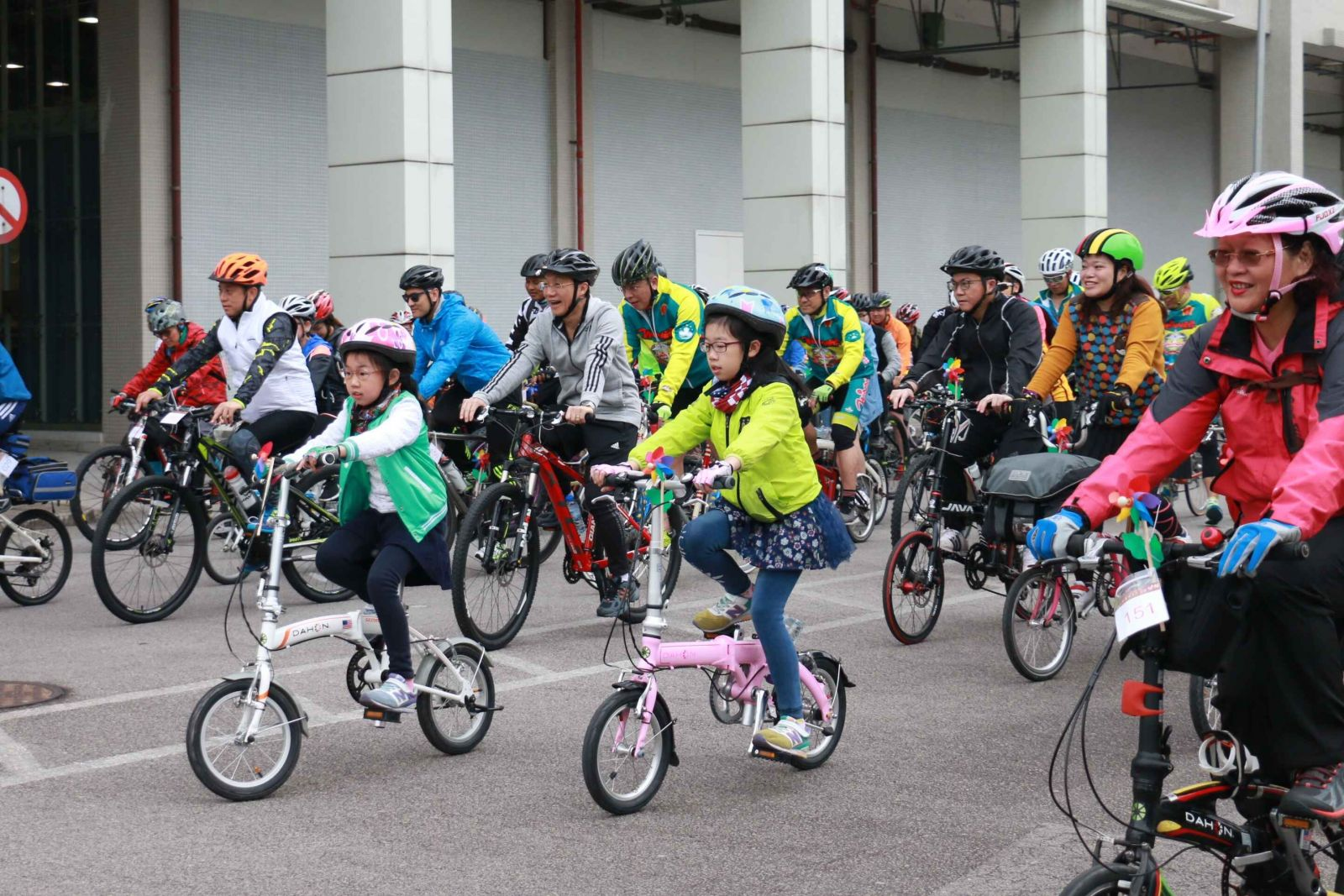 逾150市民新春單車行大運