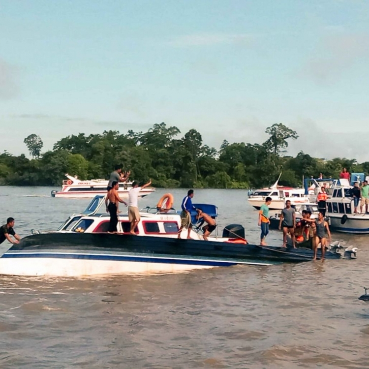 印尼船隻沉沒八死13人失蹤