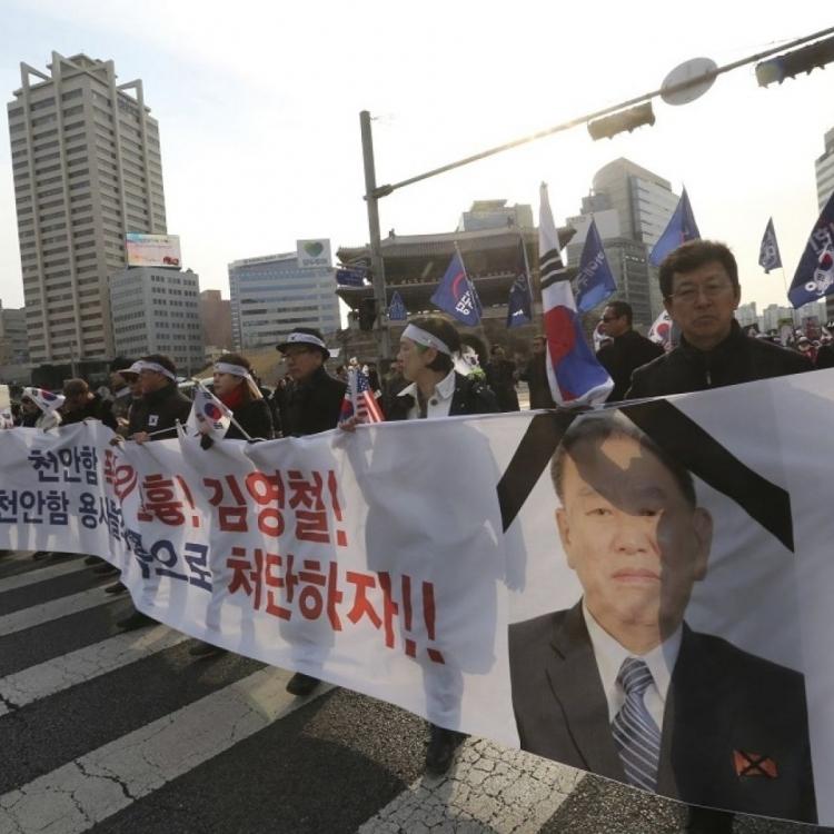 韓議員通宵靜坐抗議金英哲到訪