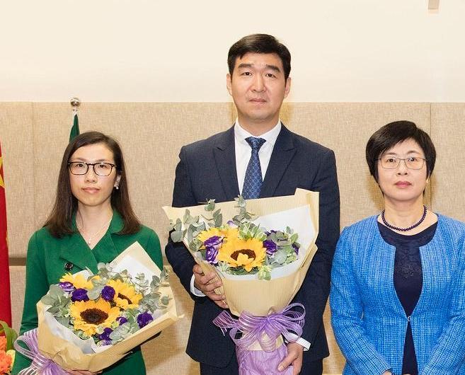 法務局兩副局長宣誓就職