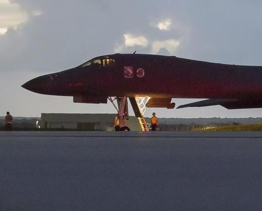 美轟炸機飛越朝鮮以東空域