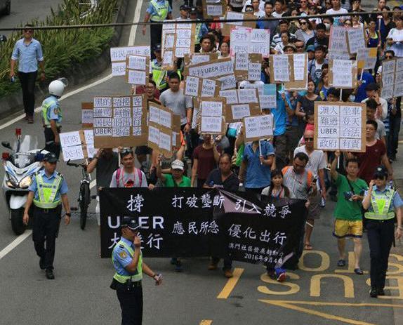 市民上街遊行撑uber