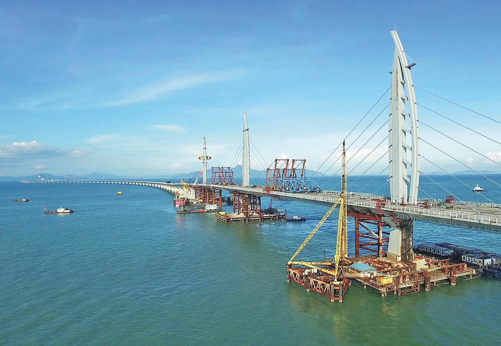 港珠澳大橋最快明年底竣工