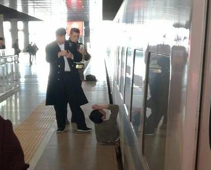 男子慘被列車夾死