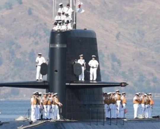 日潛艇首停菲港口