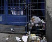 雅典大學要求師生參與大掃除