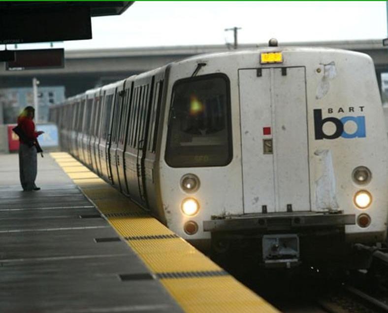 60青年三藩市地鐵內行劫乘客
