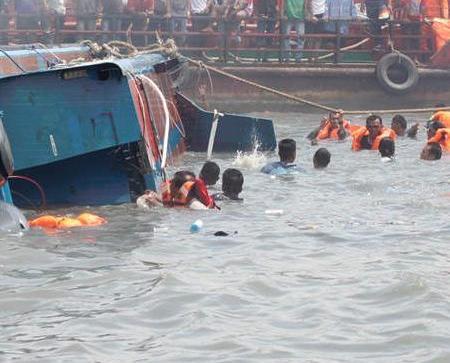 印尼船隻翻沉17死15失蹤