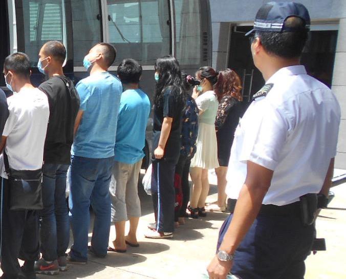 海關連破兩偷渡案拘15人