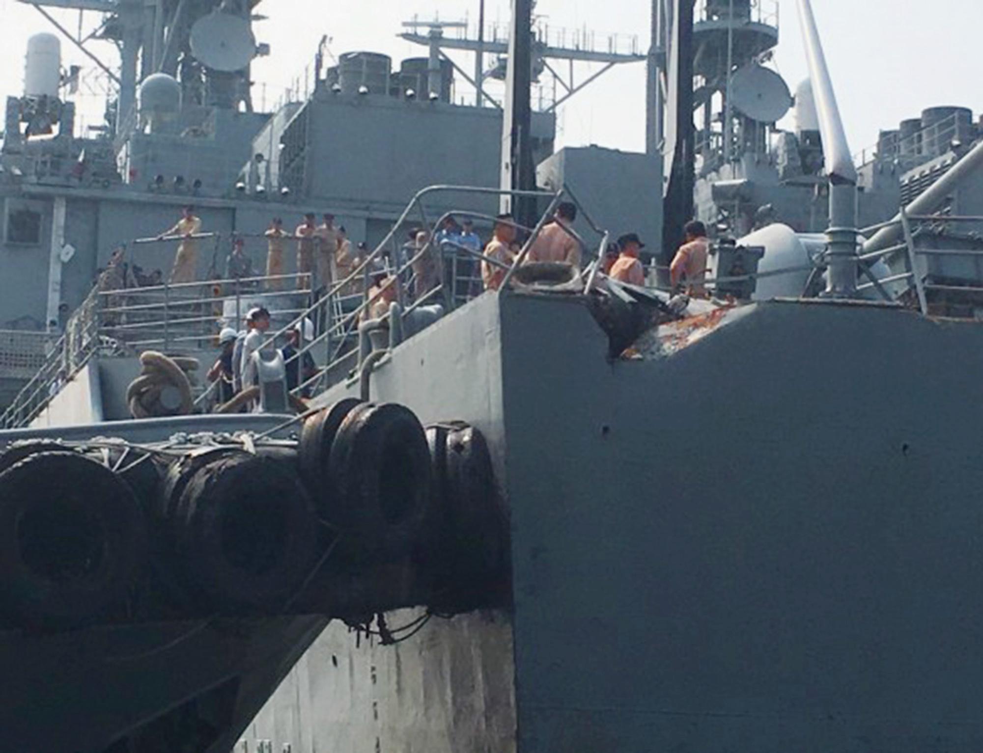 台兩軍艦遭商船漁船撞