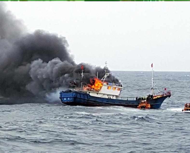 中國漁船疑遭韓警攻擊起火三死