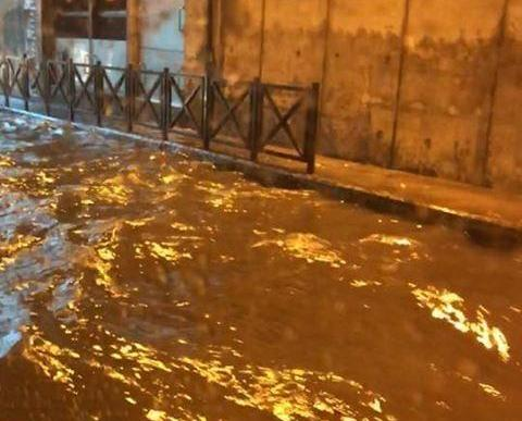 暴雨突襲  關閘隧道嚴重水浸
