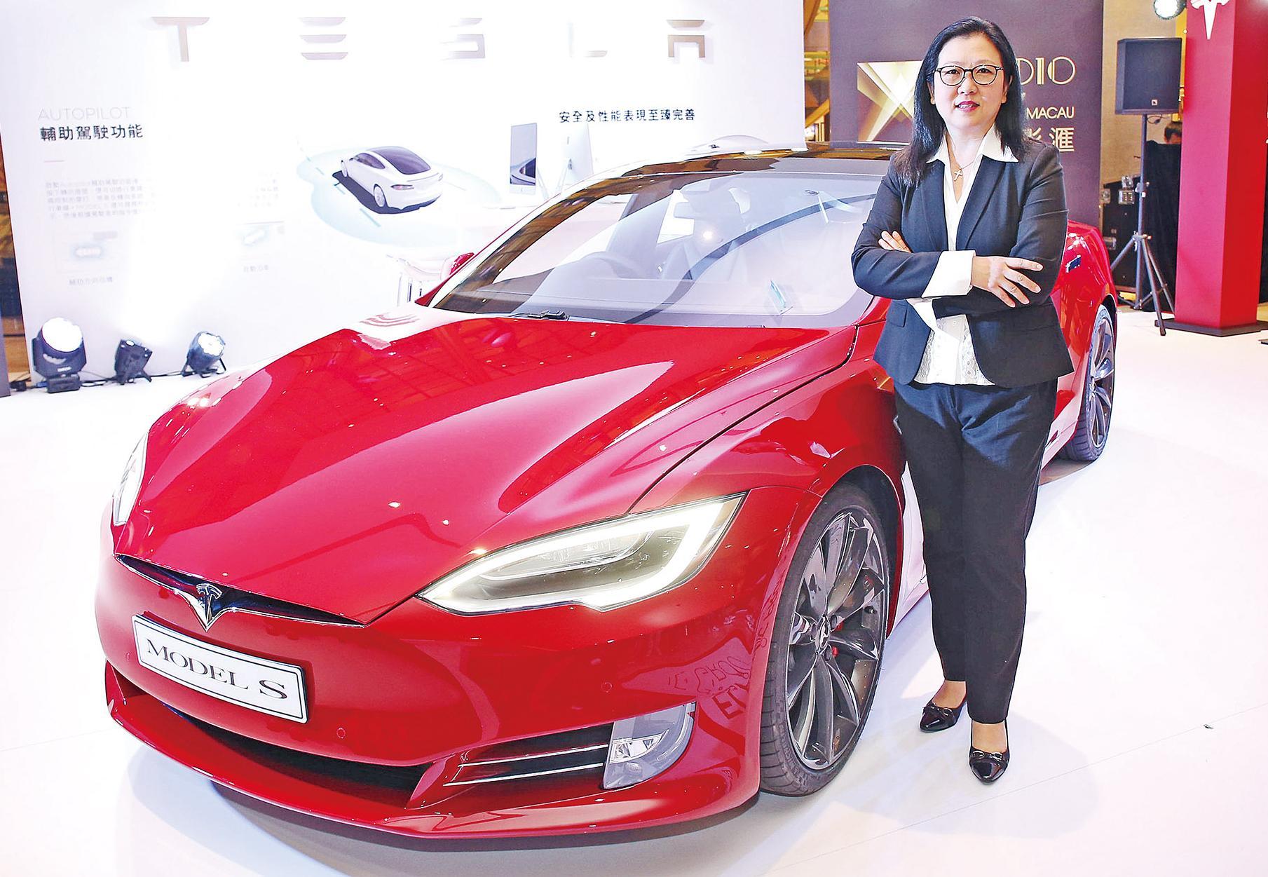 Tesla設超級充電站
