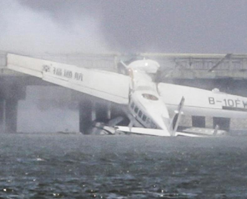 上海水上飛機撞橋五死五傷