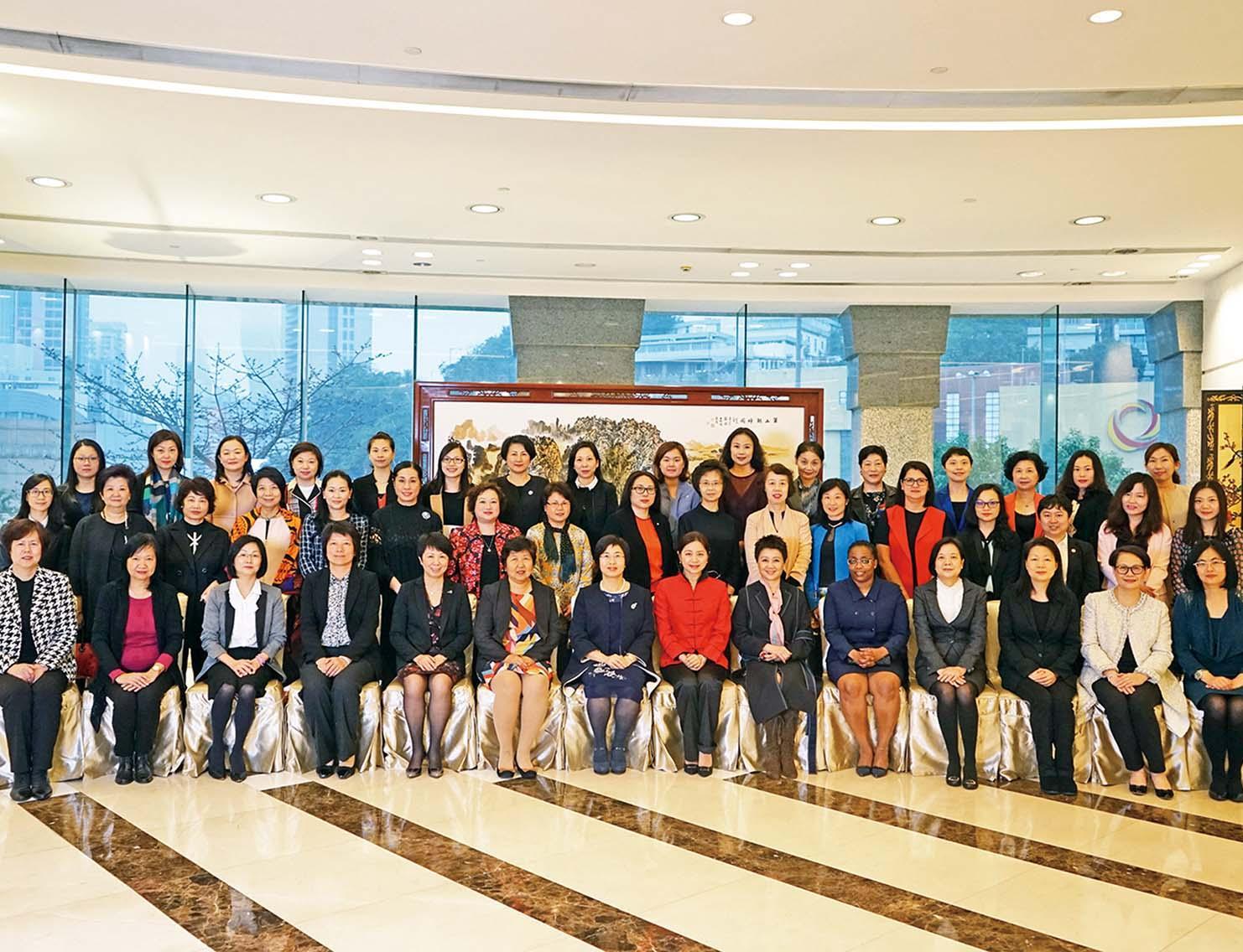 舉行國際婦女節招待會