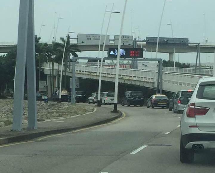 西灣橋下層行車緩慢