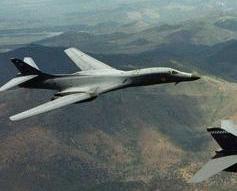 美轟炸機低空飛越朝鮮展實力