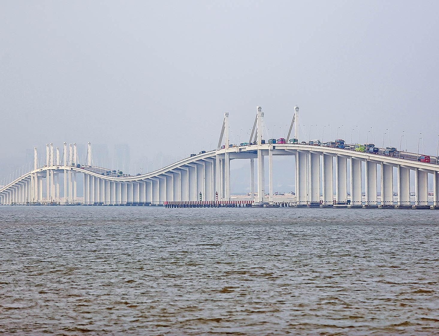 稱澳門為中葡國家「跨洋大橋」