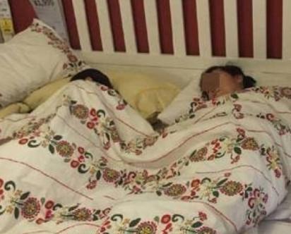 IKEA展示床上蓋被大睡