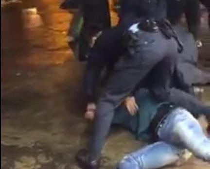 警員到場遭四怒漢辱罵推撞