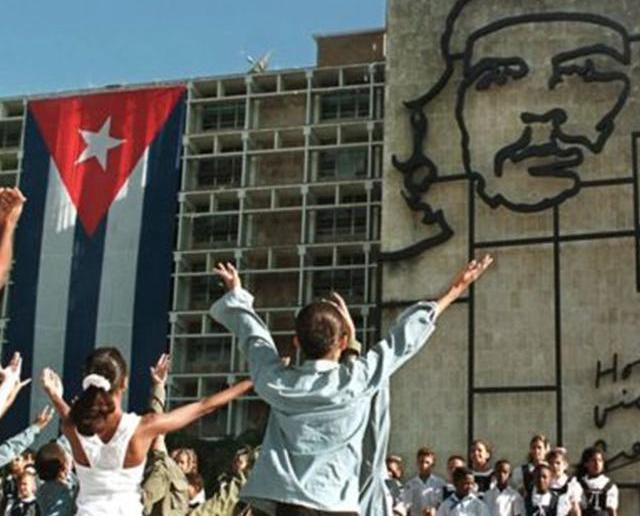 古巴六萬人出席紀念活動