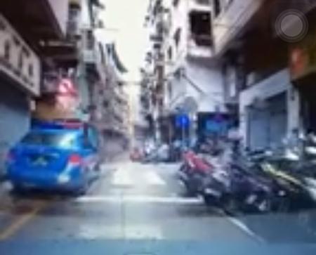 疑有警察阻礙交通