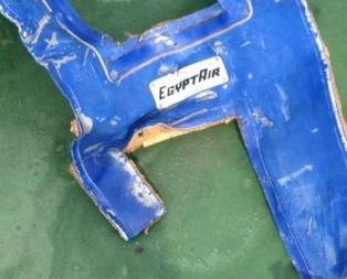 埃及軍方首公開埃航客機殘骸照