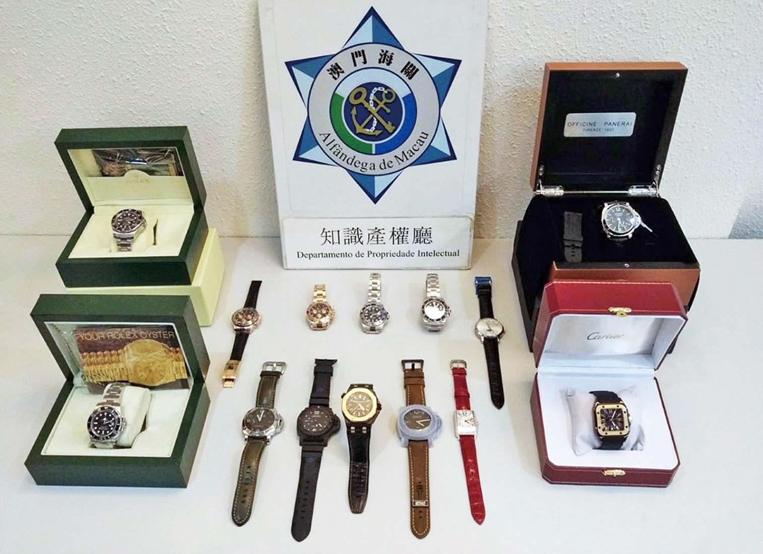 海關搗破售賣假錶網店