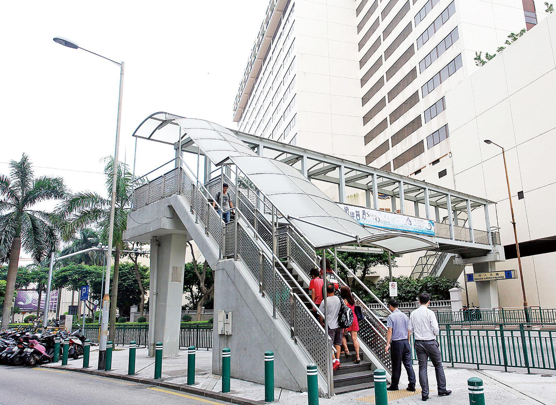 行人天橋將加設升降機