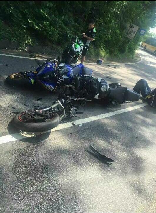 竹灣馬路三鐵騎與七人車相撞