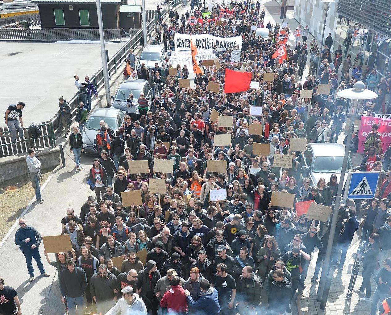 難民不滿遞解土國爆示威抗議