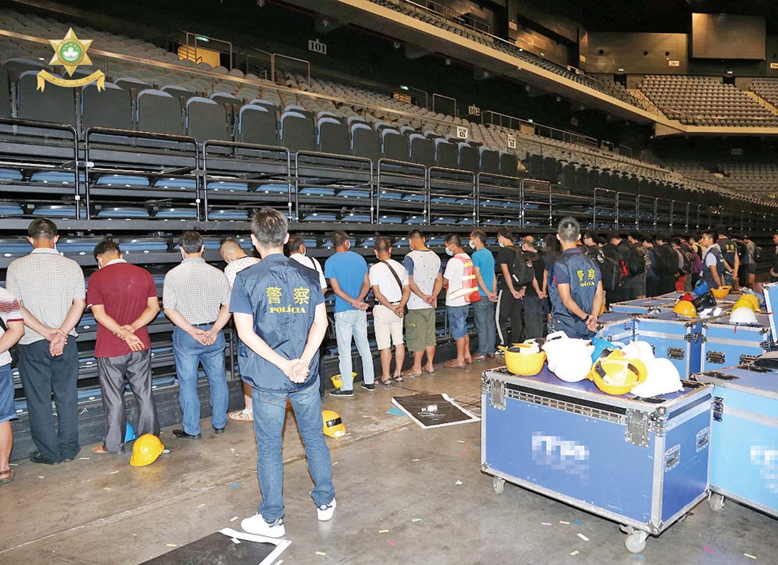 香港黑工「升呢」當舞台設計