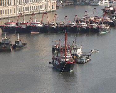 海事局協助漁船出海作業
