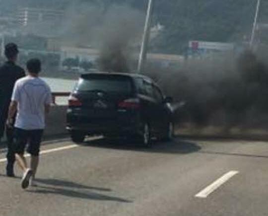 七人車疑掣動系統失靈過熱起火