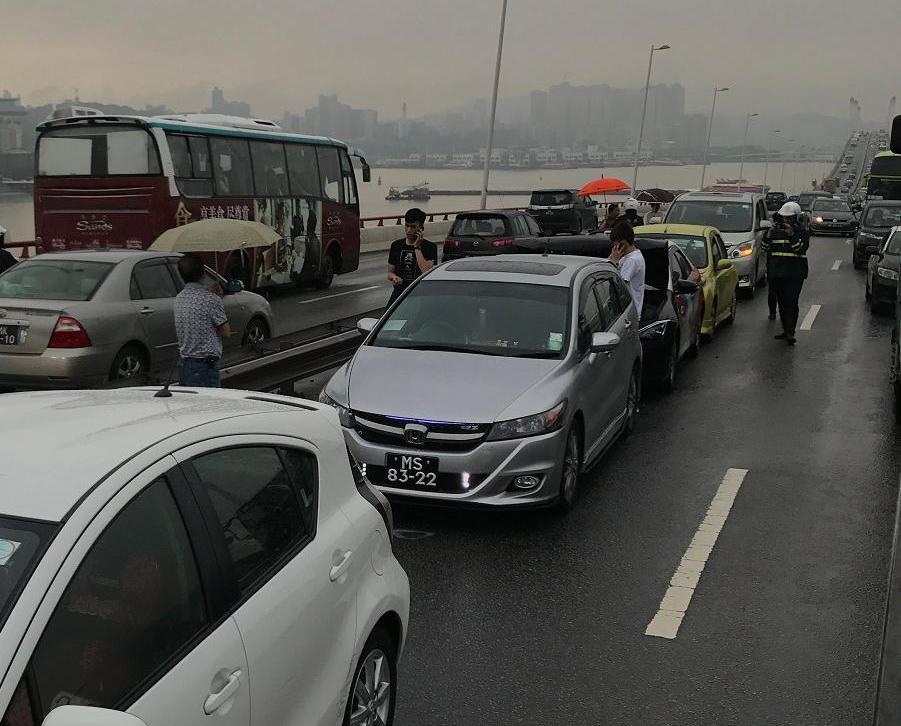 現場交通擠塞