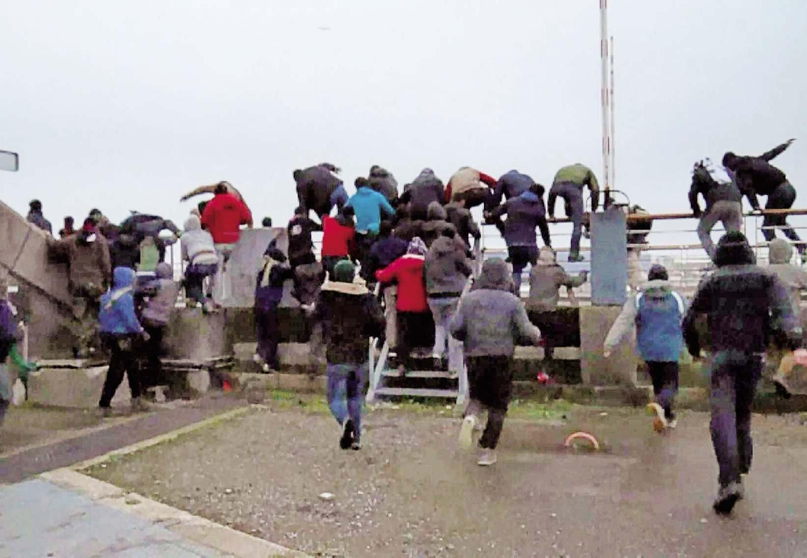 釀暴動35人被捕