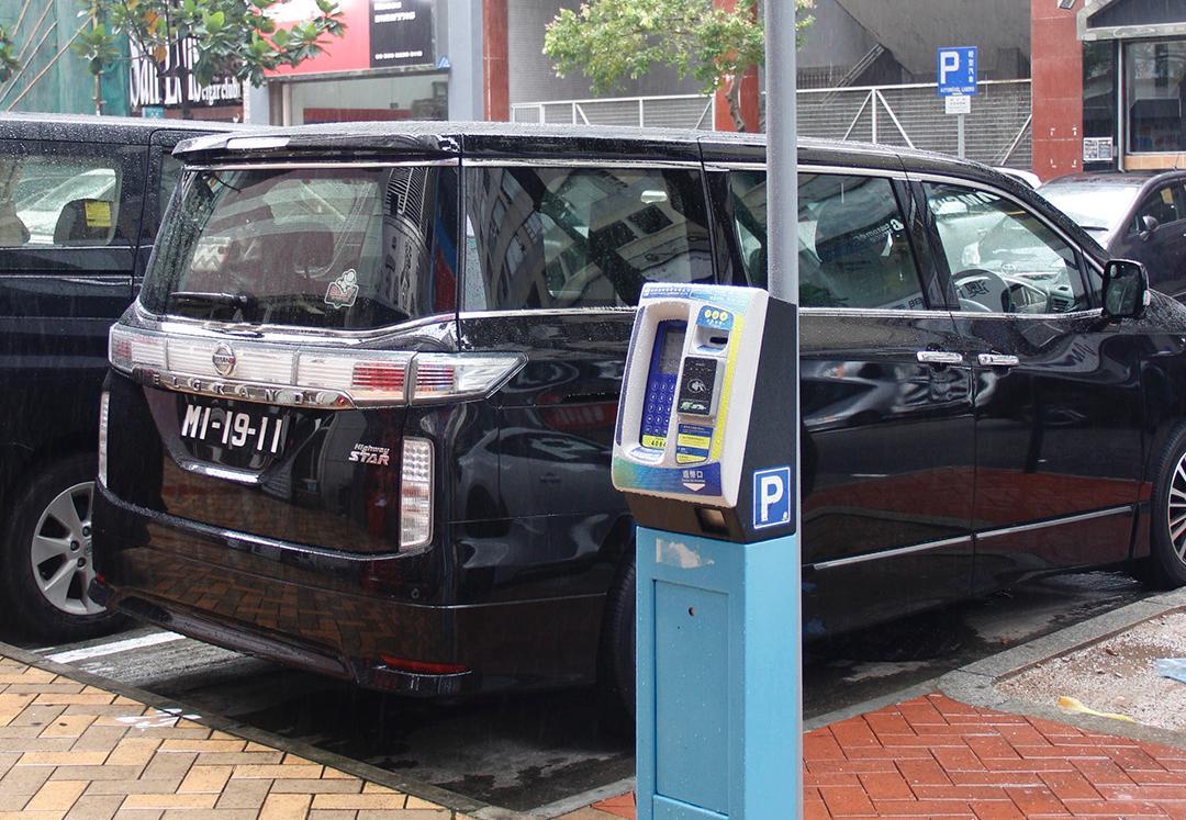 拉近公共泊車收費增車位周轉率