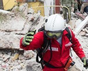 向地震遇難者致哀