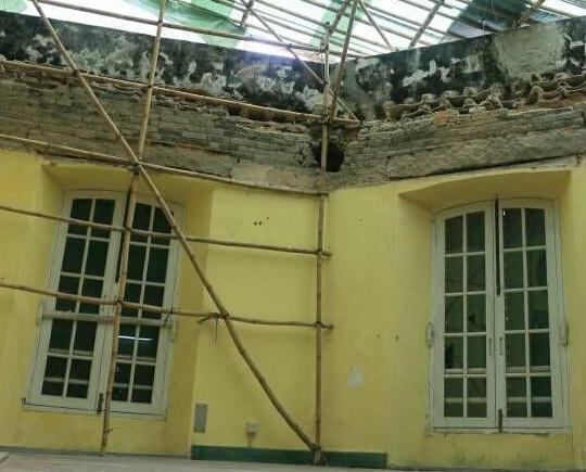 建築老舊雨水沖刷導致塌頂